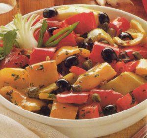 cucina tipica dell'isola di salina - insalata di peperoni e capperi