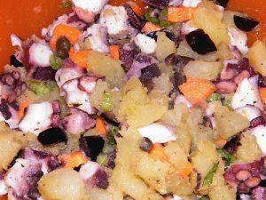 Insalata di polpo - cucina tipica dell'isola di salina