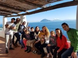 Alicudi: le Iene in visita nella piccola scuola