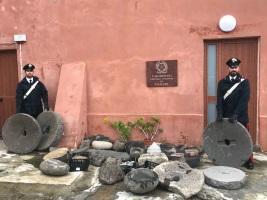 Filicudi:  carabinieri recuperano numerosi manufatti lapidei antichi ritenuti beni culturali e denunciano sei persone