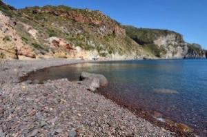 Lipari: ritrovato un cadavere nella spiaggia di Valle Muria 1