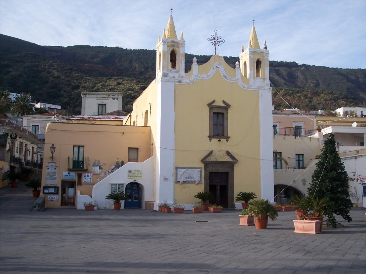 Piazza a Santa Marina