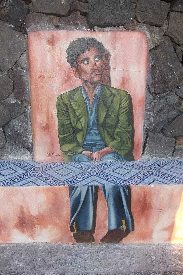 Il murales dedicato a Massimo Troisi a Pollara
