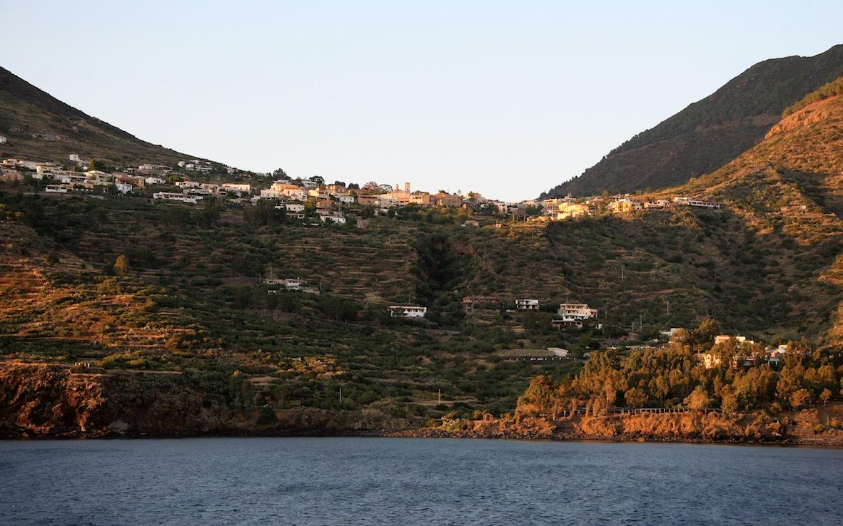 Leni, vista dal mare da Rinella