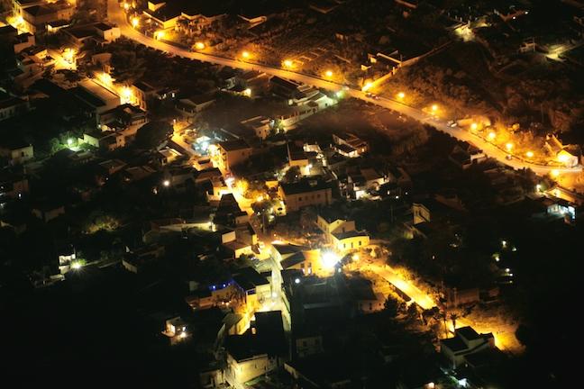 Leni in nottiurna, vista da monte Fossa delle Felci