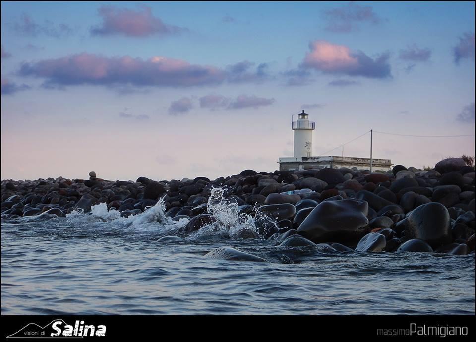 Spiaggia di Lingua con la vista del faro